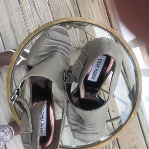 Steve Madden gray peep toe bootie